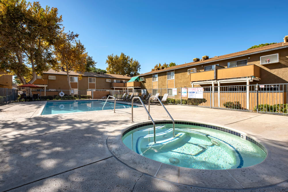 Swimming pool and spa area at Sienna Heights Apartment Homes in Lancaster, California