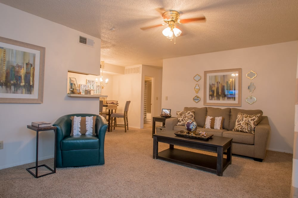 Cimarron Pointe Apartments offers spacious living areas in Oklahoma City, Oklahoma