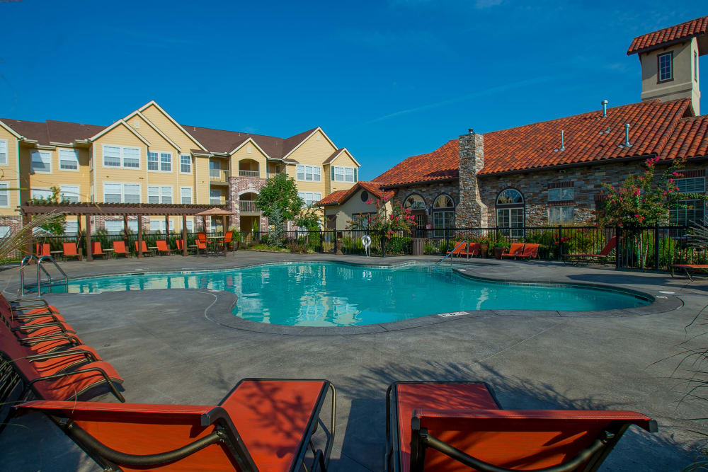 Coffee Creek Apartments offers a swimming pool in Owasso, Oklahoma