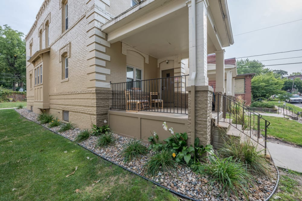 Front entry to apartments in Des Moines, Iowa at Pleasant Street Apartments