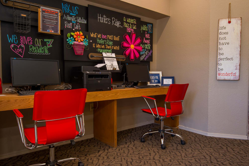 Hunter's Ridge offers a business center in Oklahoma City, Oklahoma