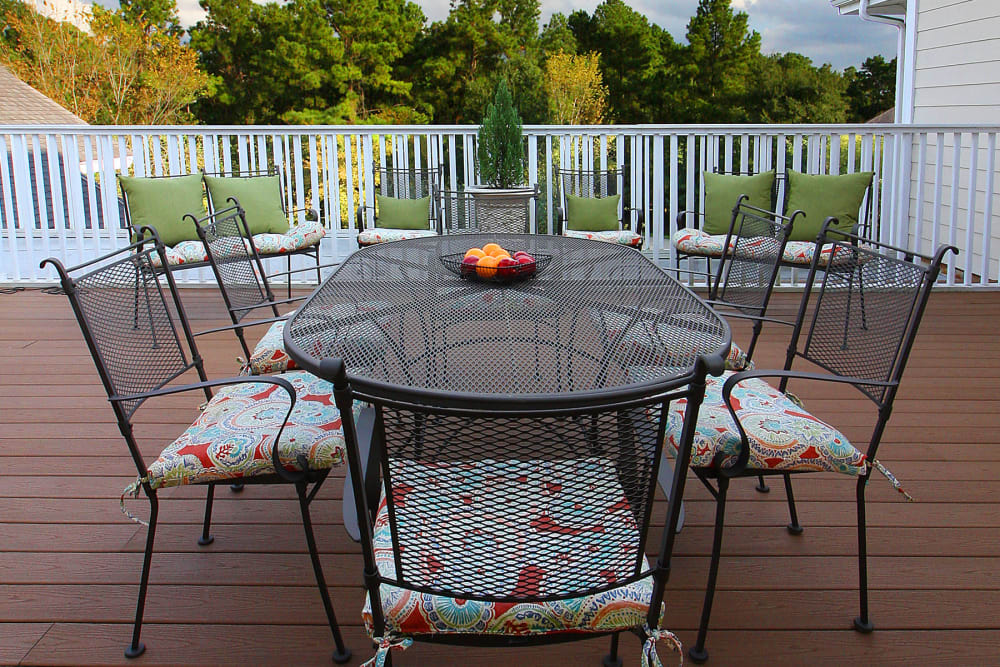 Exterior table for our residents at Reunion Court of The Woodlands in The Woodlands, Texas