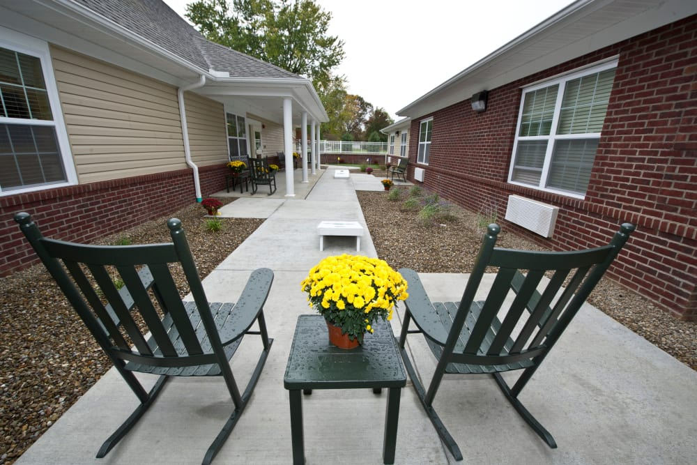 Outdoor seating on the patio at Avalon Springs Health Campus in Valparaiso, Indiana