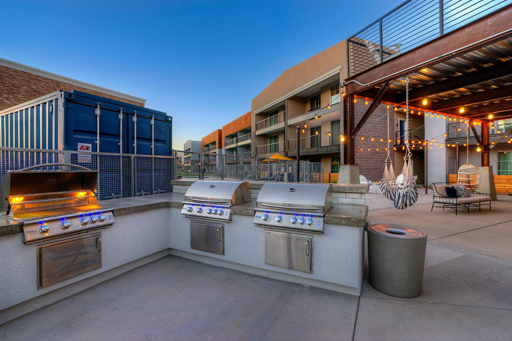 Outdoor kitchen area with barbecue grills at District Lofts in Gilbert, Arizona