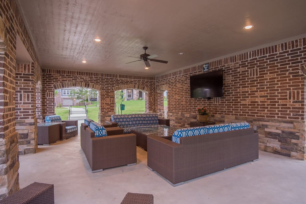 Outdoor lounge area at Scissortail Crossing Apartments in Broken Arrow, Oklahoma