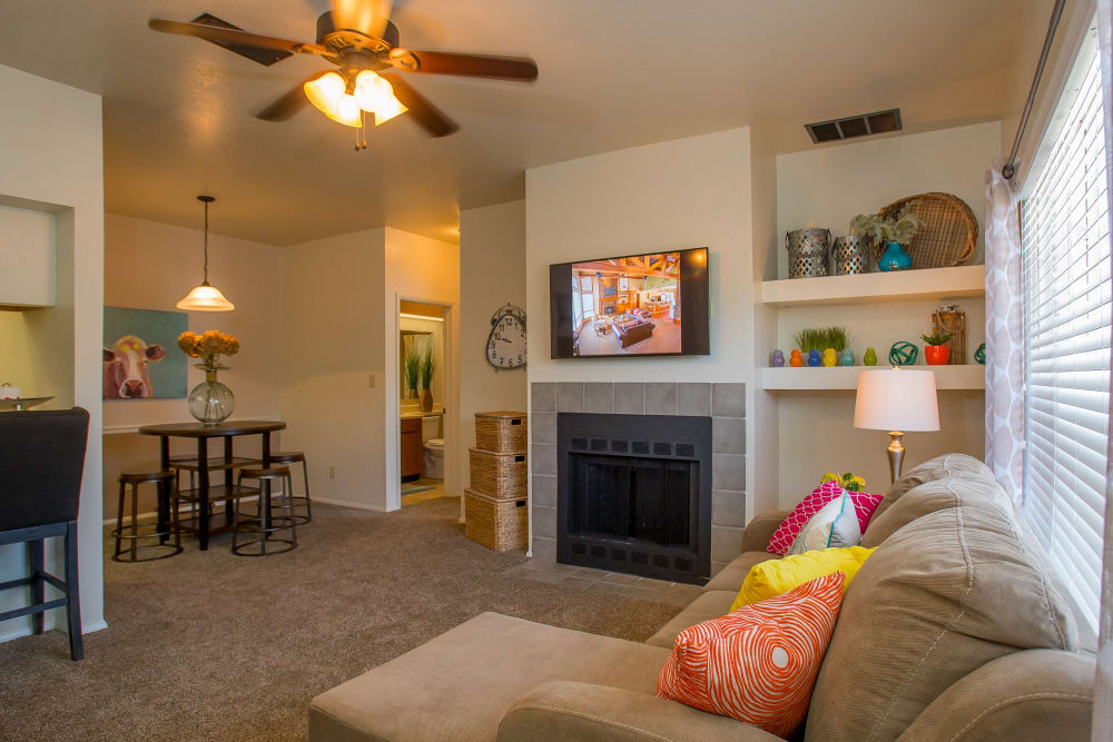 Sheridan Pond offers spacious living rooms in Tulsa, Oklahoma