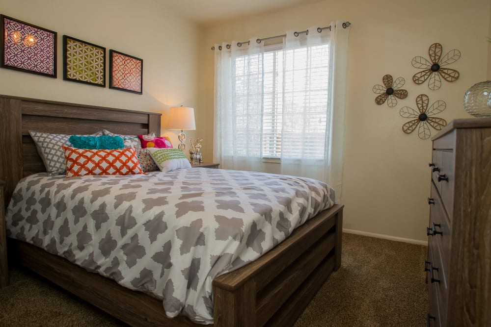 Sheridan Pond offers large bedrooms in Tulsa, Oklahoma