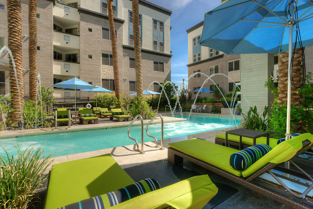 Beautiful swimming pool area at Level at Sixteenth in Phoenix, Arizona
