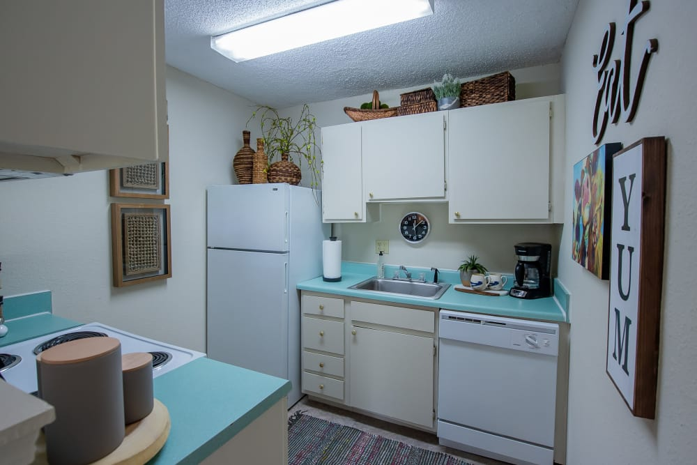Summerfield Place Apartments offers fully equipped kitchens in Oklahoma City, Oklahoma