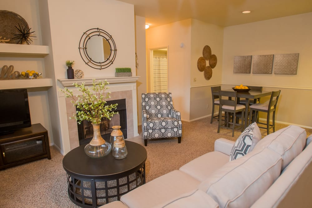 The Courtyards offers living rooms with fireplaces in Tulsa, Oklahoma
