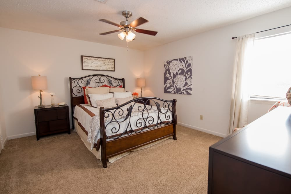 The Mark Apartments offers bright bedrooms in Ridgeland, Mississippi