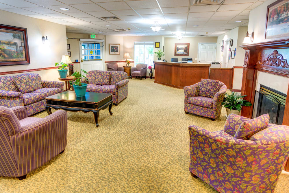 Living room at Cascade Valley Senior Living in Arlington.