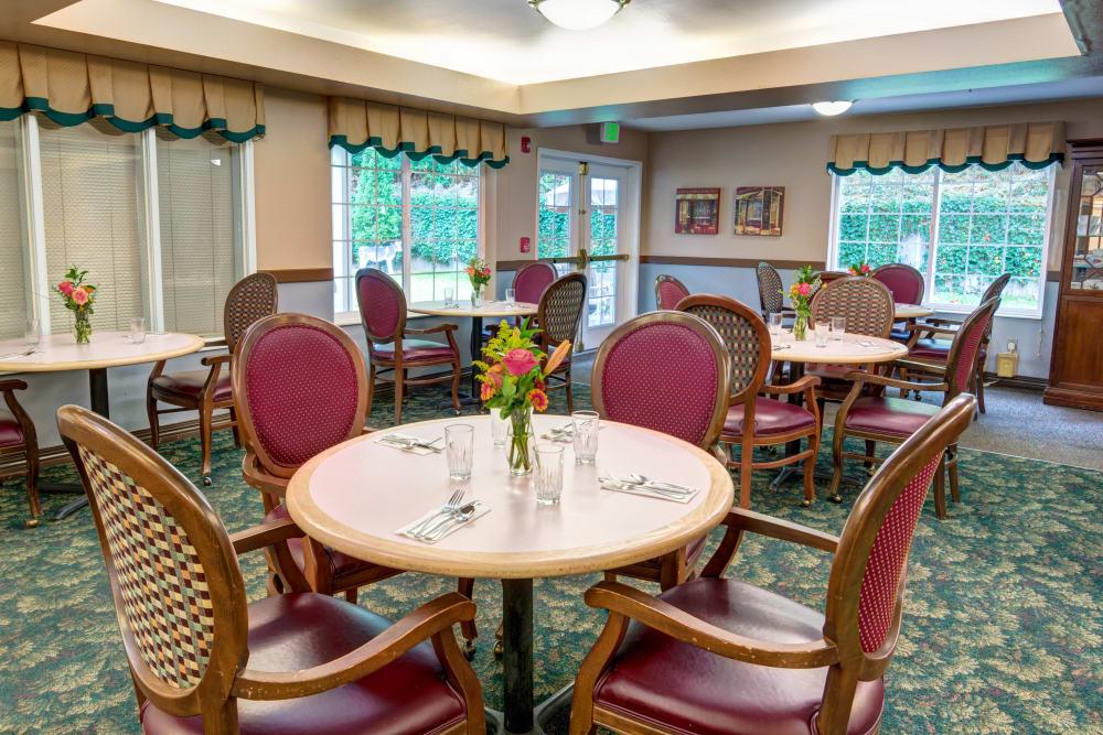 Meet friends at Cascade Valley Senior Living in Arlington.