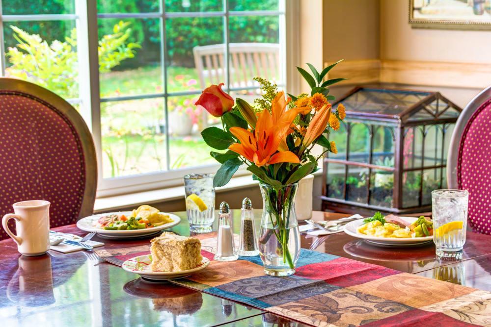 Dining room at Cascade Valley Senior Living in Arlington.