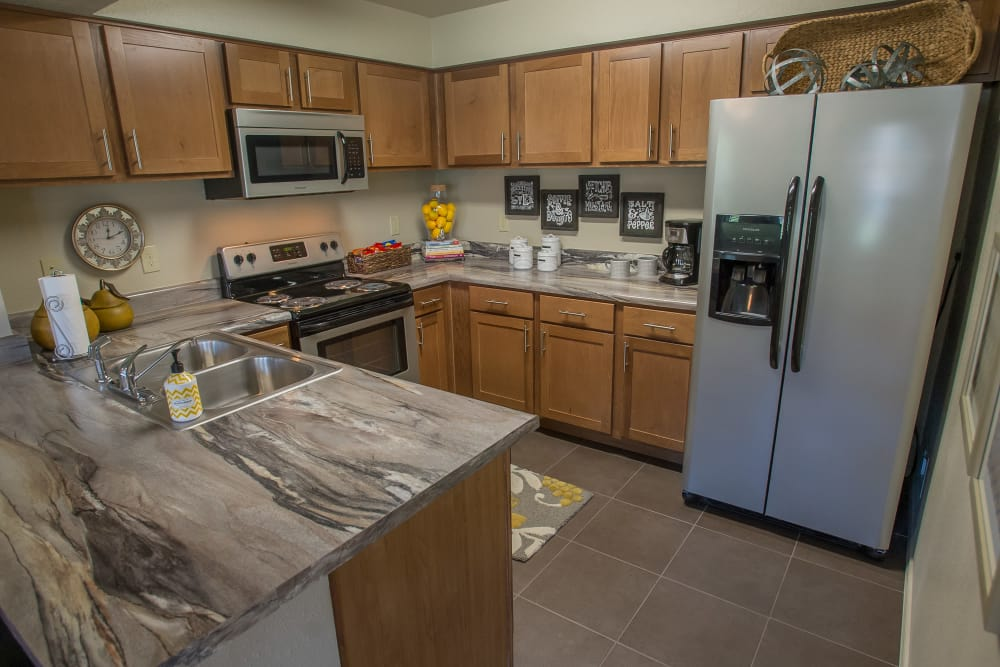 The Reserve at Elm offers fully equipped kitchens in Jenks, Oklahoma