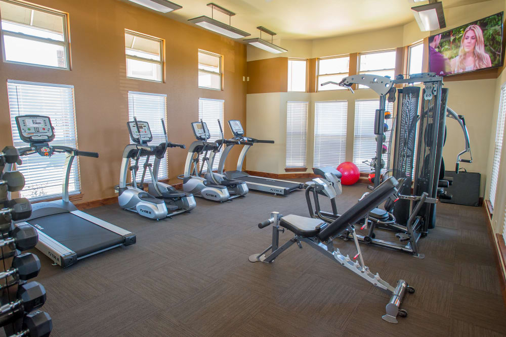 The Reserve at Elm offers a fitness center in Jenks, Oklahoma