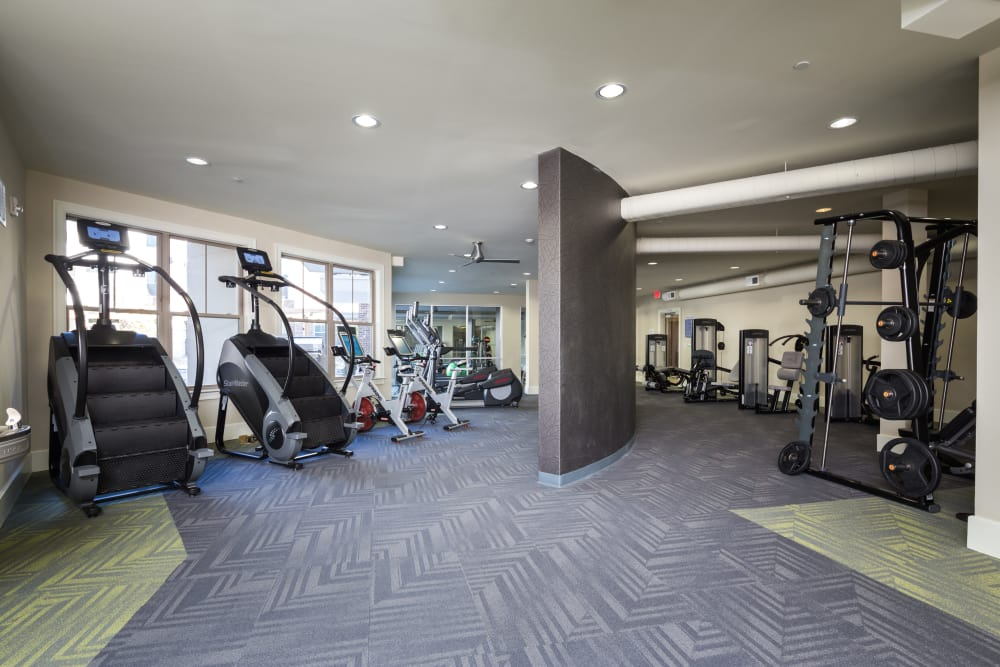 One Metrocenter offers a well-equipped fitness center in Nashville, Tennessee