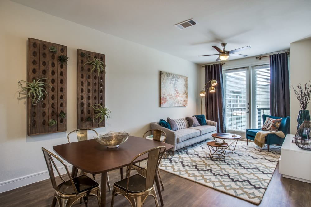 The Ellison offers spacious floor plans in Dallas, Texas