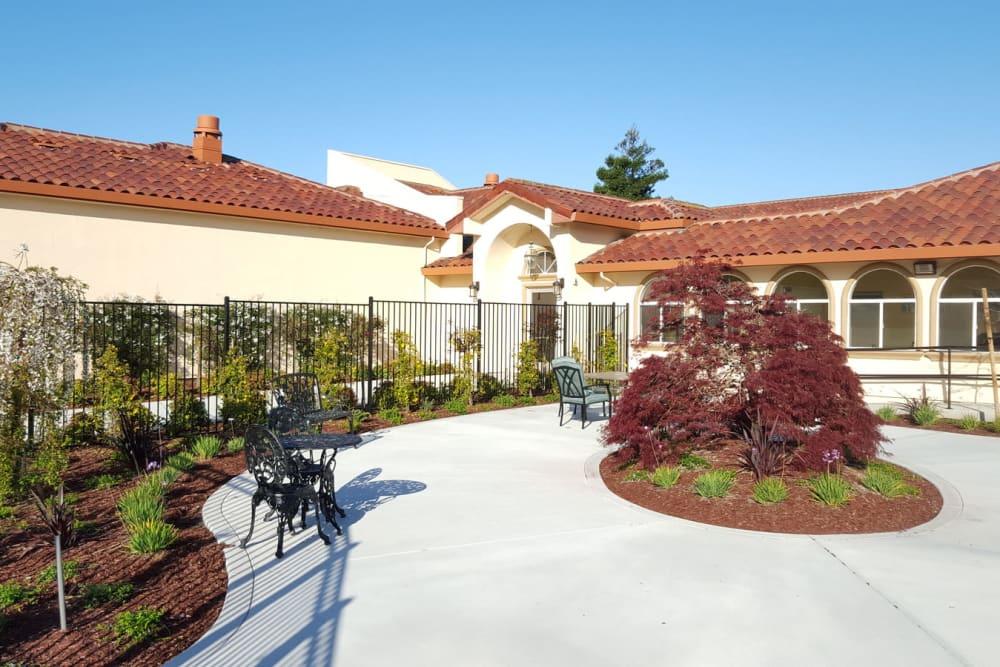 The courtyard at Peninsula Reflections in Colma, California
