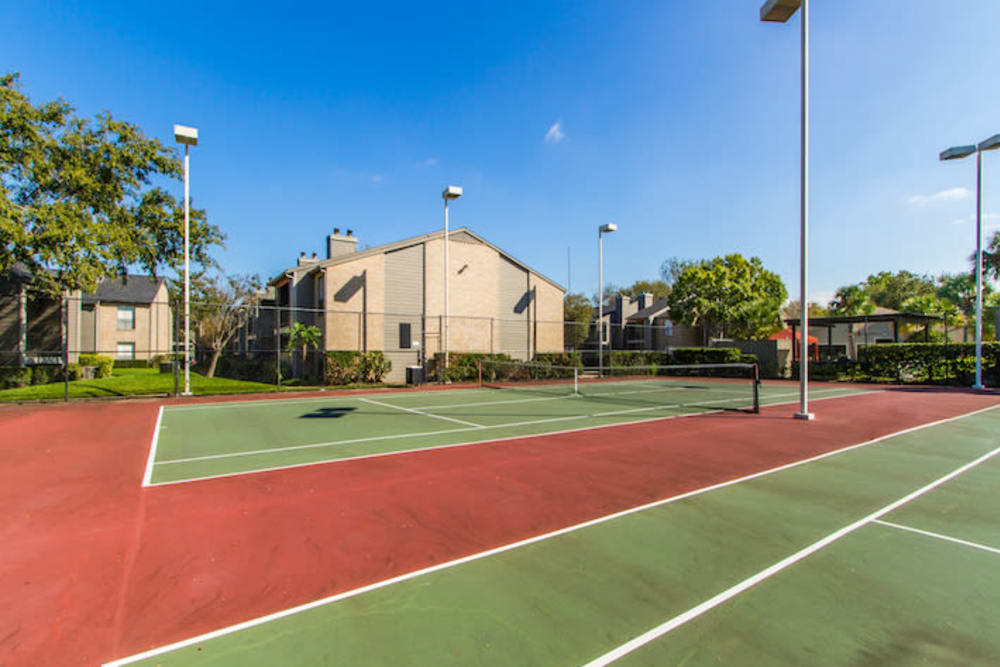 2400 Briarwest offers tennis courts in Houston, Texas