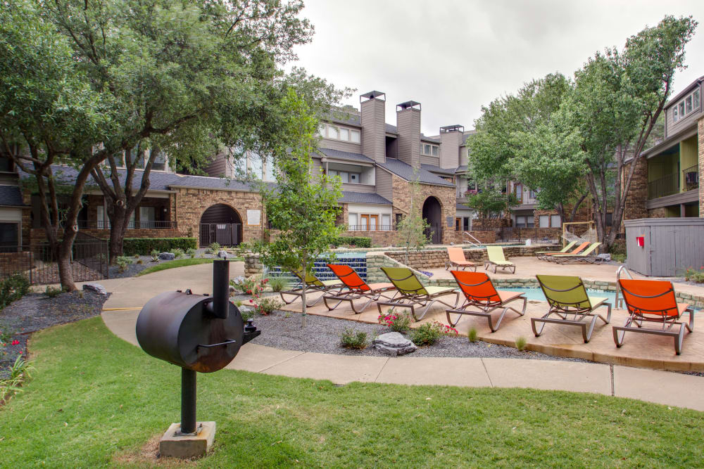 Poolside seating at Watermarke Apartments in Fort Worth, Texas