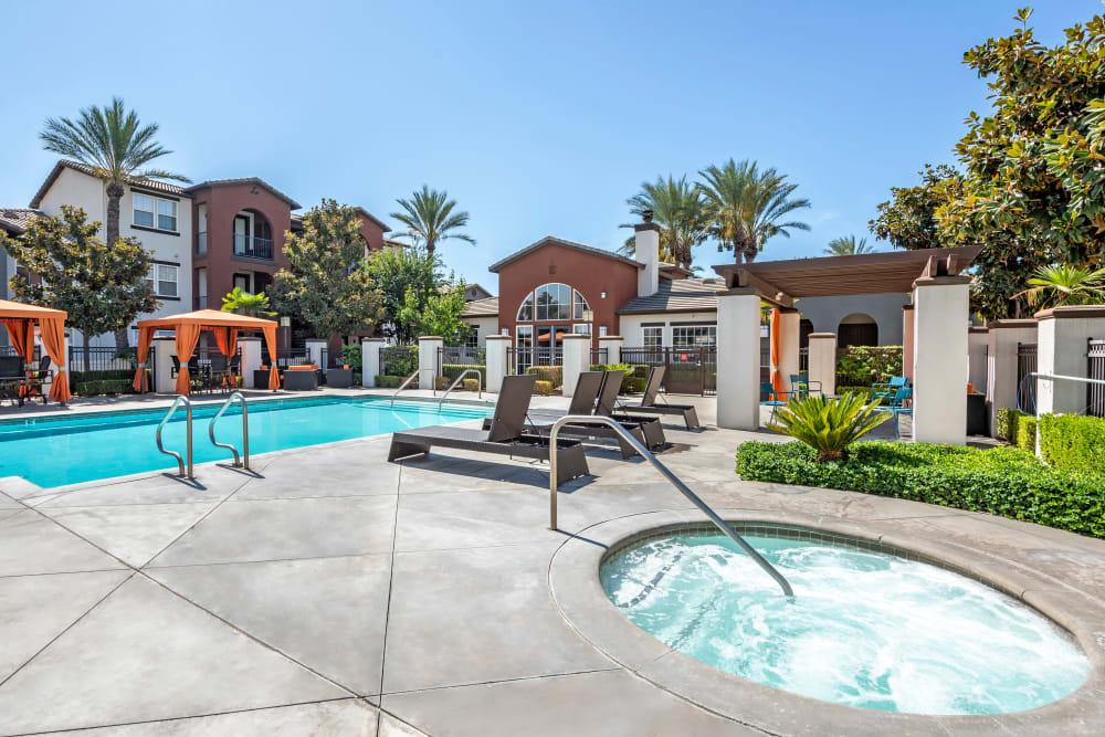 Pool and Hot Tub at Vista Imperio Apartments