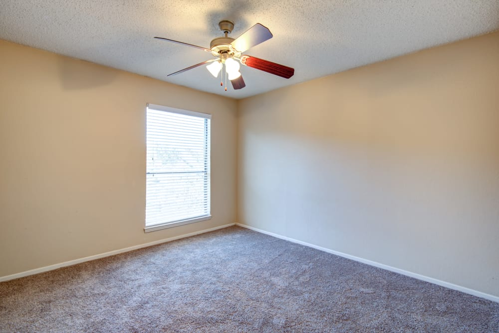 Grayson Ridge offers a spacious bedroom in North Richland Hills, Texas