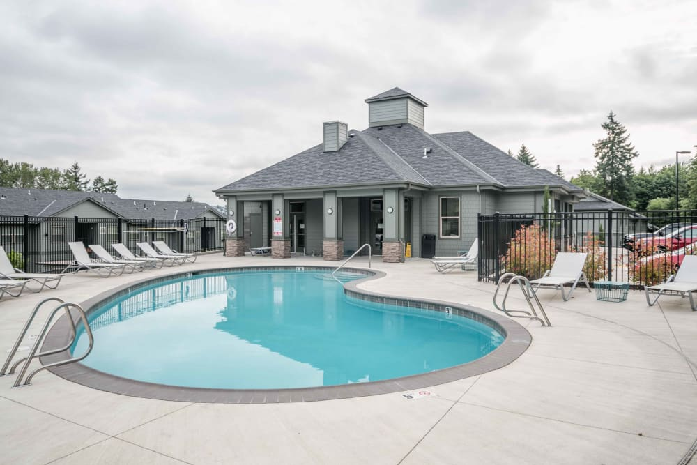 Swimming pool at River Ridge Apartments in Tualatin, Oregon