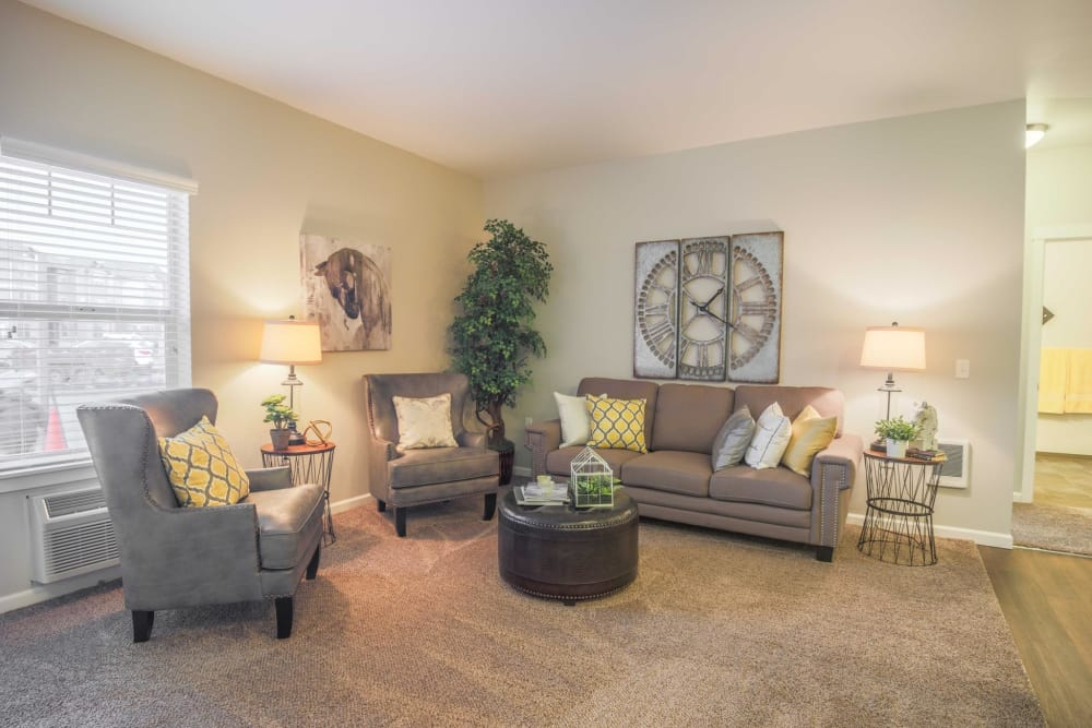Living room at Keizer Station Apartments in Keizer, Oregon