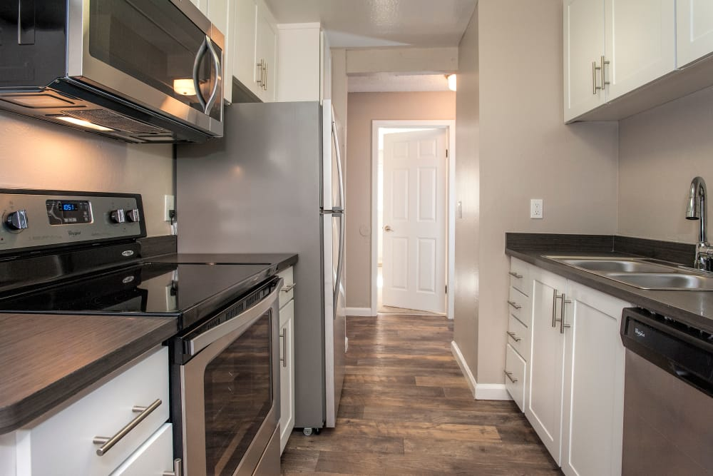 Shadow Oaks Apartment Homes offers a furnitured kitchen at apartment homes in Cupertino, California