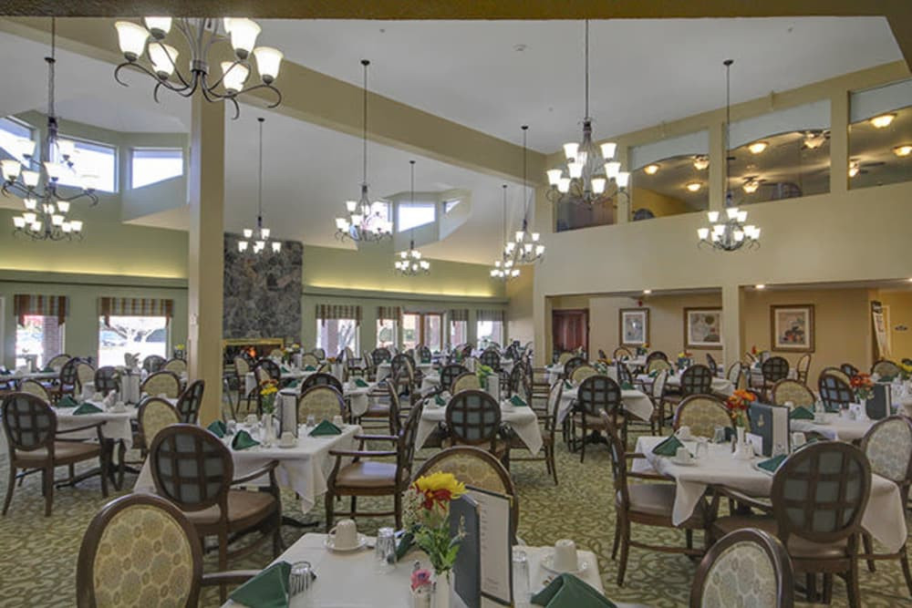 Large dining room at Anchor Bay at Pocasset in Johnston, Rhode Island