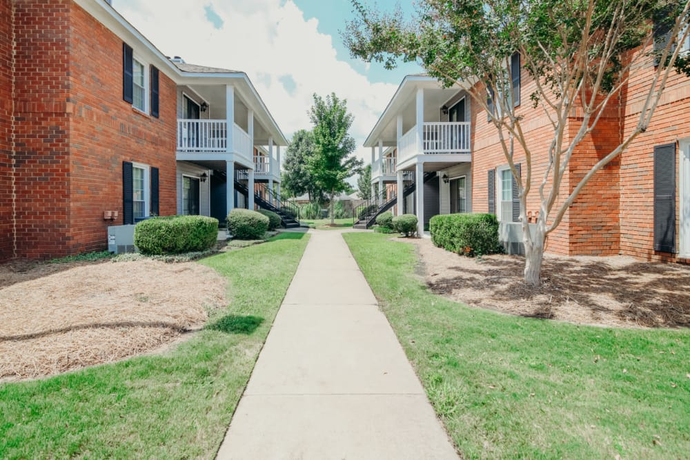 Exterior Walkway at Halcyon Park Apartments in Montgomery, AL