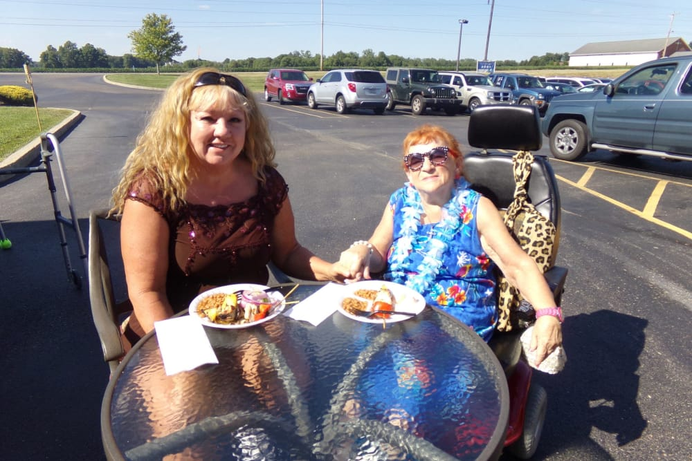 Residents eating outside at Glen Oaks Health Campus in New Castle, Indiana