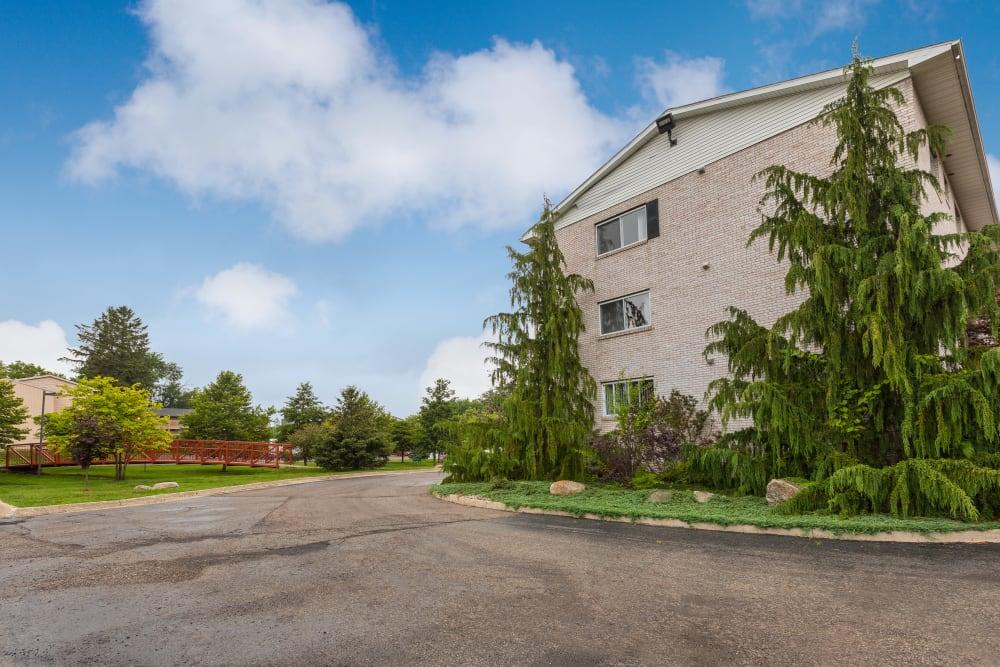 Exterior of Creek Club Apartments in Williamston, Michigan