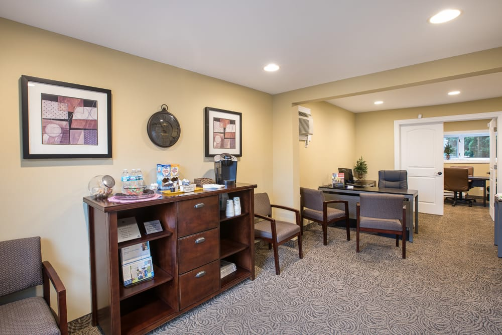 Leasing office lobby at Creek Club Apartments in Williamston, Michigan