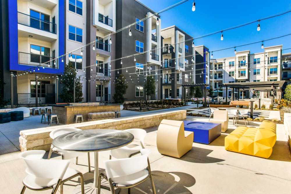Outdoor common area at Maple District Lofts in Dallas, Texas
