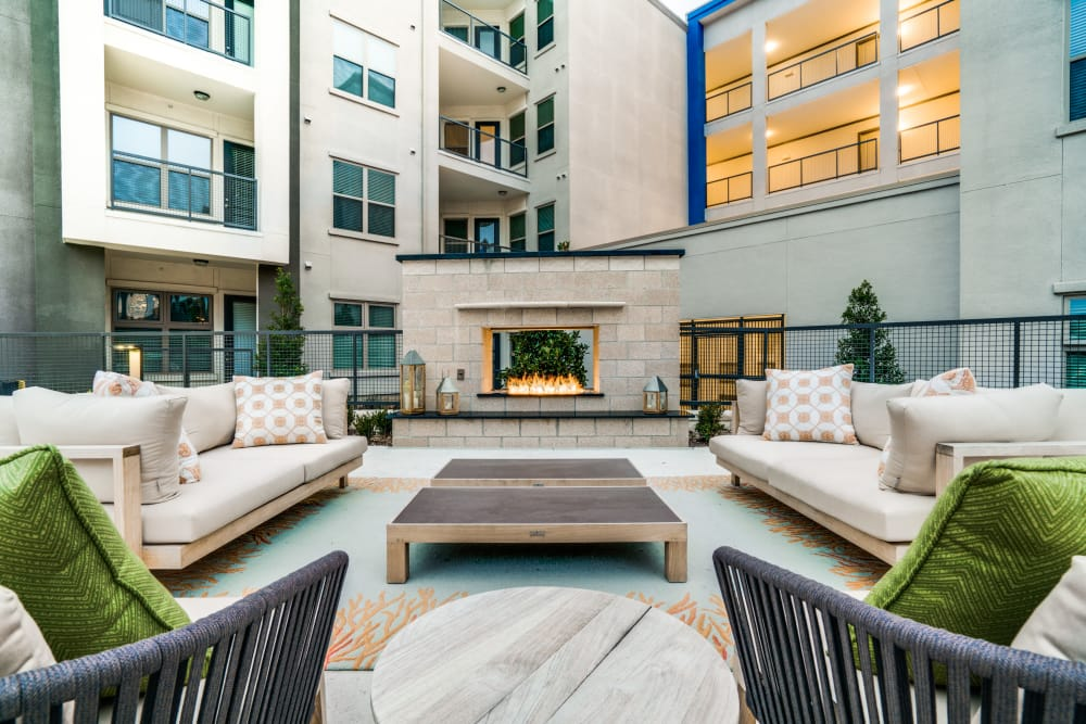 Outdoor lounge area at Maple District Lofts in Dallas, Texas