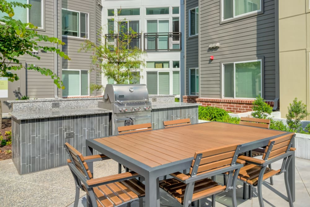Nice outdoor bar-b-que and picnic area at Crossings at Olde Towne