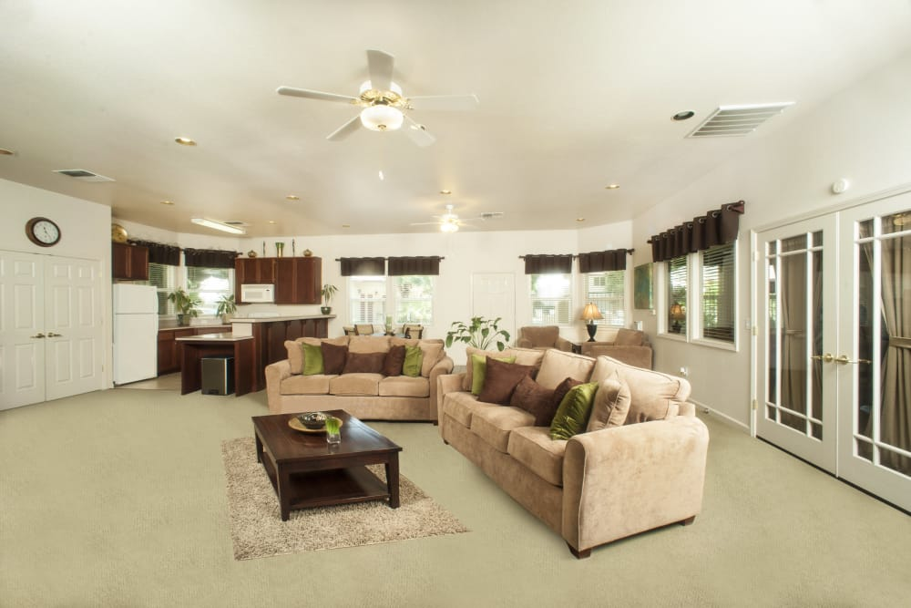 Living room with a ceiling fan at Mission Ranch Apartments in Chico, California