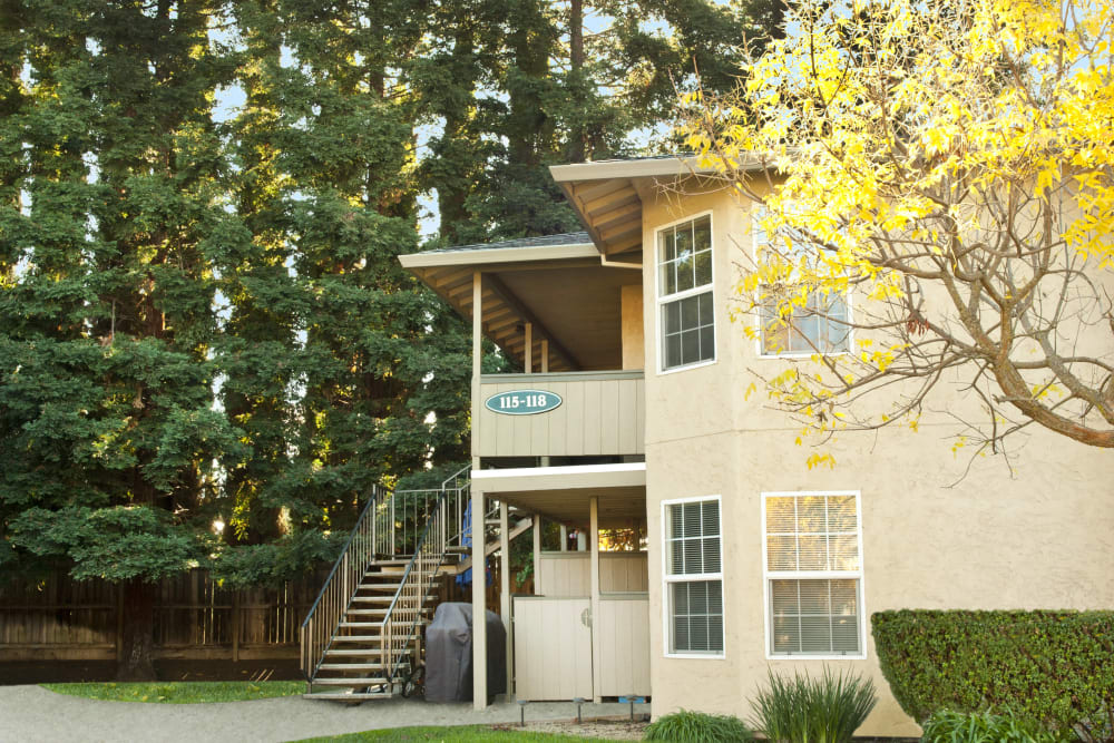Exterior view of Oak Meadow Apartments in Chico, California