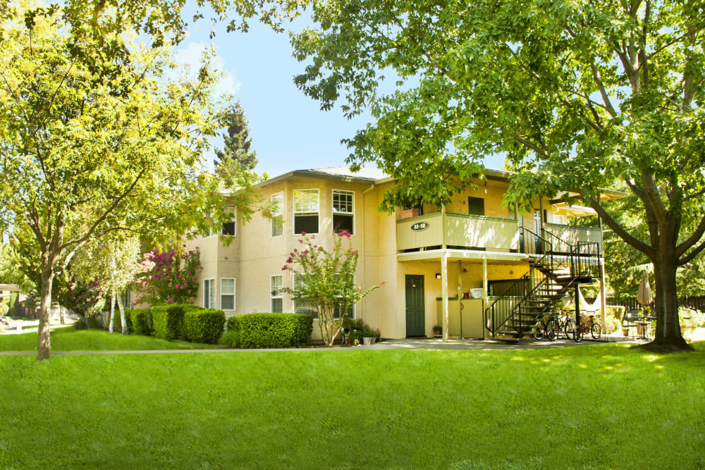 Front entrance at Oak Meadow Apartments in Chico, California