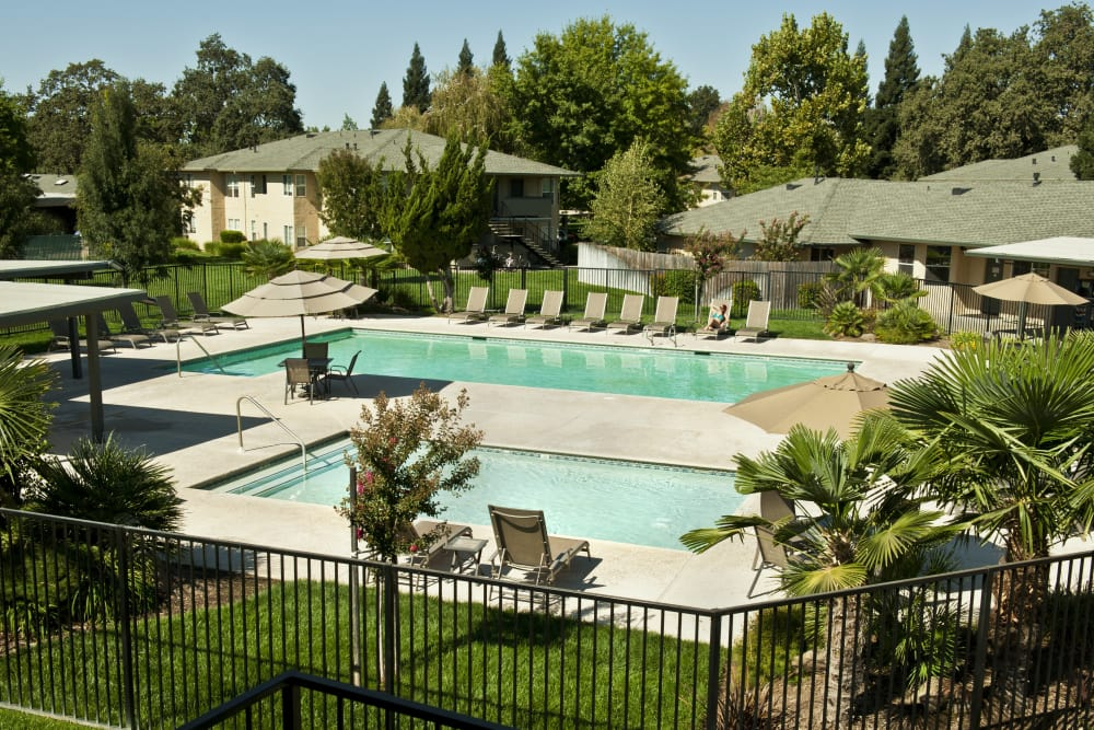 Swimming pool and spa at Oak Meadow Apartments in Chico, California