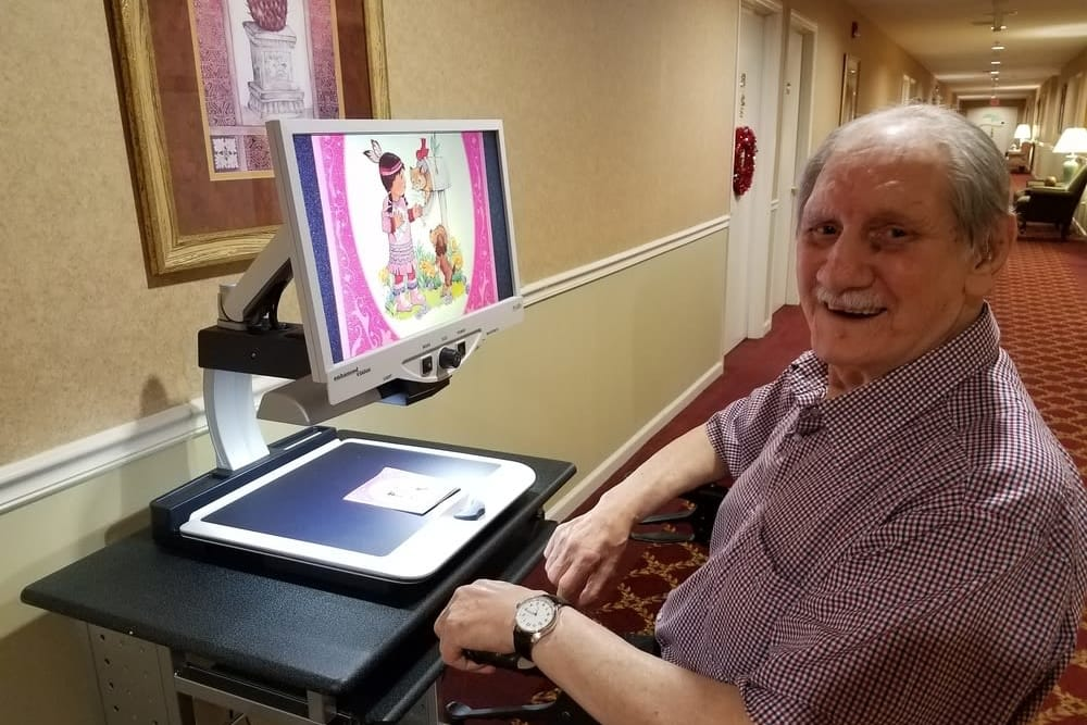 Resident using a computer at Heritage Hill Senior Community in Weatherly, Pennsylvania