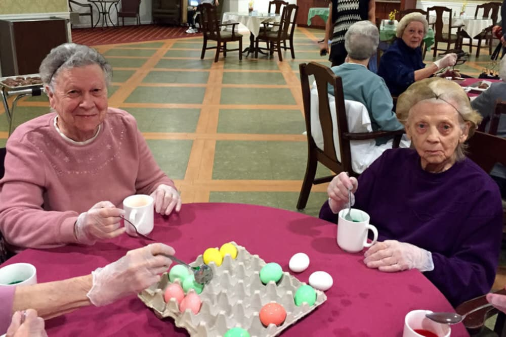 residents making easter eggs at Heritage Hill Senior Community in Weatherly, Pennsylvania