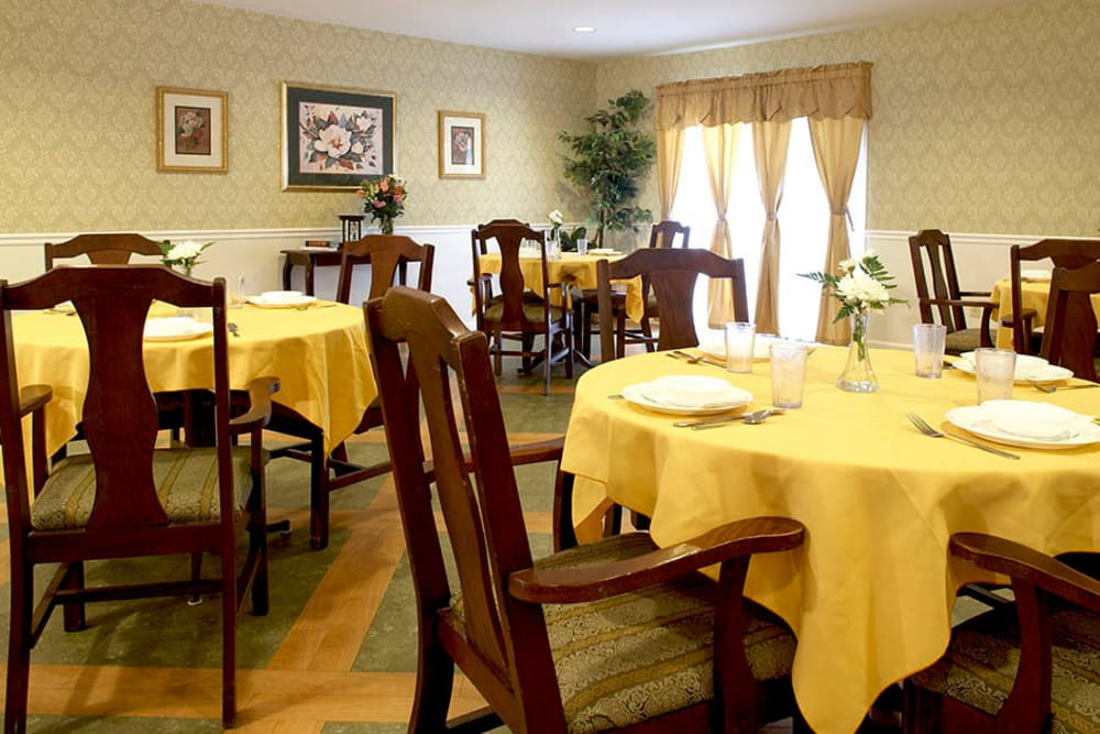 Dining area at Heritage Hill Senior Community in Weatherly, Pennsylvania