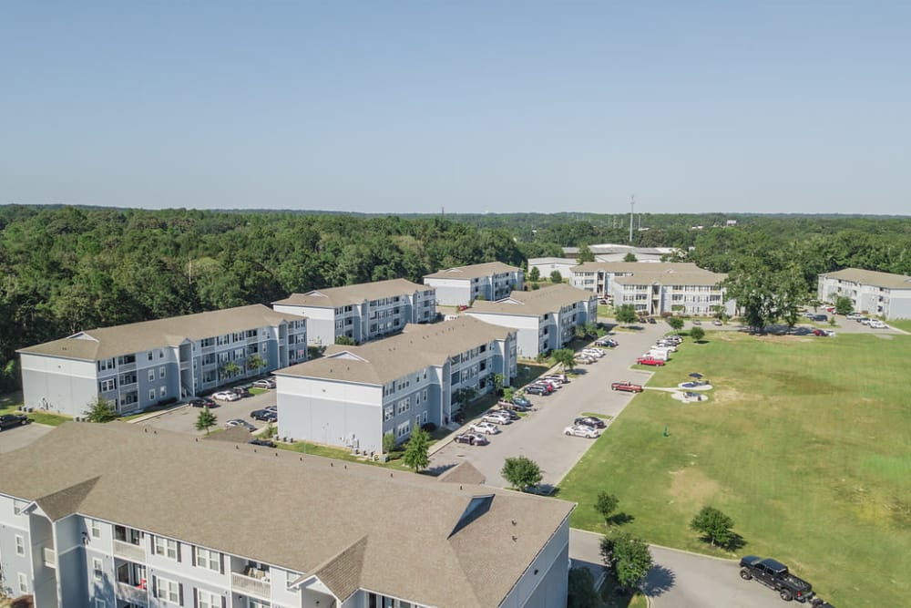 Apartments with parking at Woodside in Mobile, Alabama