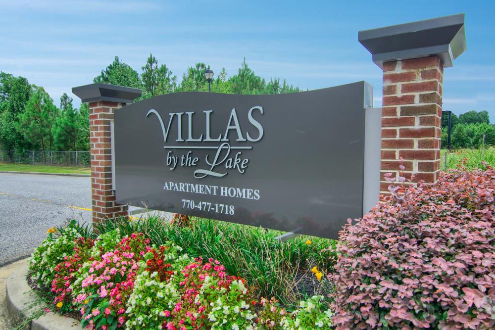 Beautiful entryway at Villas by the Lake in Jonesboro, Georgia
