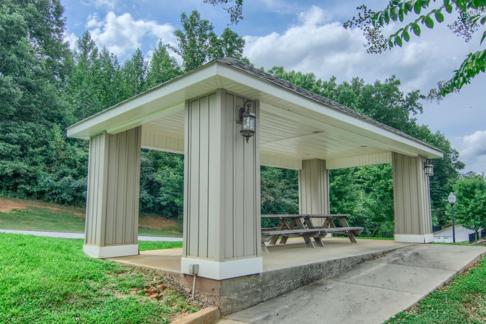 Picnic area at Villas at Lawson Creek in Boiling Springs, South Carolina