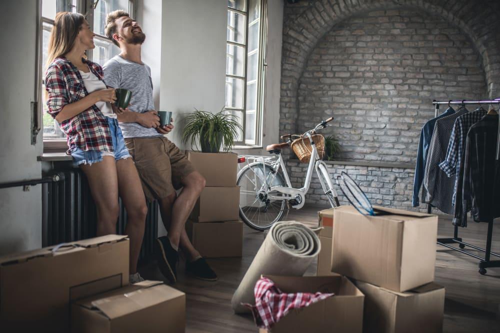 Couple moving at Box Self Storage Units in Loveland, Ohio