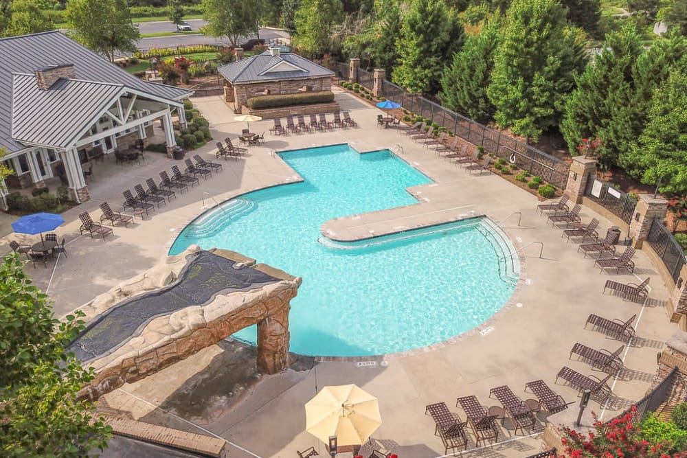 Luxury swimming pool at Windsor Upon Stonecrest in Burlington, North Carolina